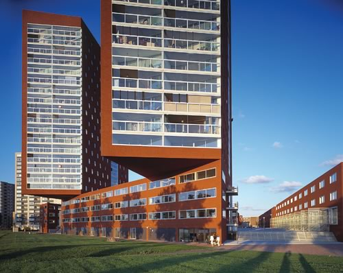 The 2e Katendrechtse Haven apartment building - a marvelously a-typical structure built with large-dimensioned red-brown brick.