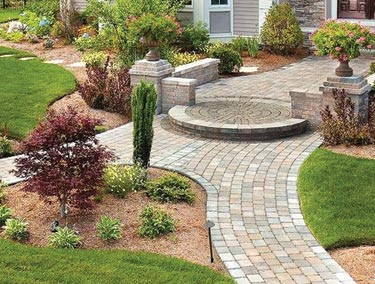Hera pavers from Techo-Bloc come in nine colors and two distinct sizes.