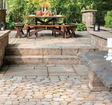 Antika pavers are like snowflakes: no two are exactly alike. This product has seen incredible popularity with the recent custom mosaic and banding design trends.