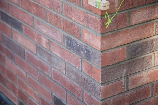 Endurance RS4™ Structural Brick is oversized for safer, stronger, more sustainable and energy-efficient construction.