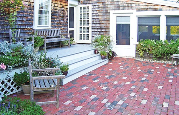 Canal Street brick paving patio in a running bond pattern.